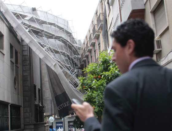 Galería gráfica: Derrumbe de un andamio en Gran Vía