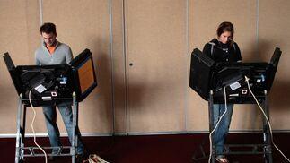 Problemas con máquinas electrónicas de votación en varios estados clave