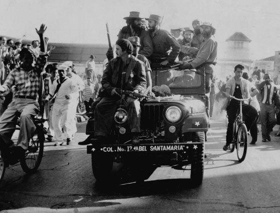 https://www.granadahoy.com/2008/12/30/historico/Camilo-Cienfuegos-Fidel-Castro-Habana_218688138_4362438_560x427.jpg