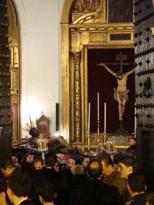 Via Crucis del Cristo de la Buena Muerte de la hermandad de la Hiniesta.  Foto: Juan Parejo