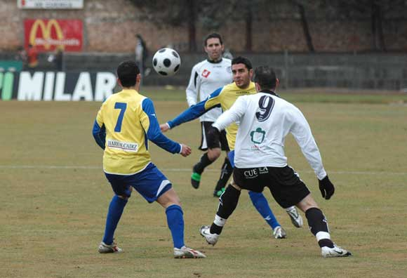 El Cádiz cayó por un 2-0 en casa de un Conquense que sabe hurgar como nadie en las carencias amarillas.  Foto: LOF