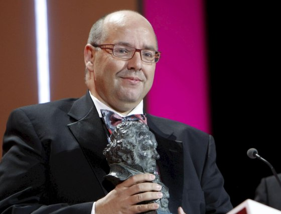 Manuel Sicilia recoge el premio a Mejor película de animación por 'El lince perdido'.  Foto: EFE