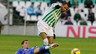Marco Aurelio sortea a un rival.  Foto: Antonio Pizarro
