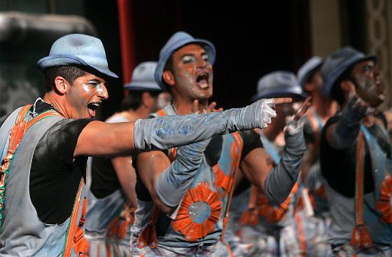 Luis Rivero llevó al Falla la comparsa La factoría.   Foto: Jesus Marin