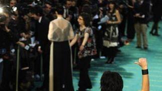 La cantante Lorena C, saludando desde la entrada.  Foto: Agencias