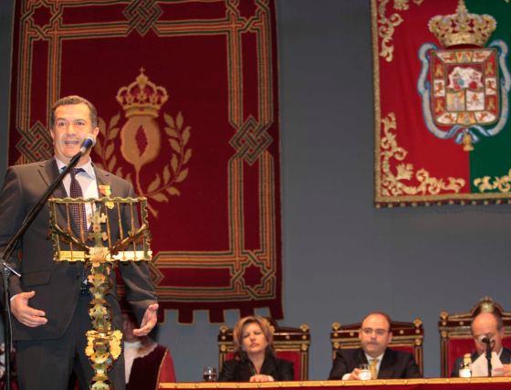 El deportista paralímpico MIguel Ángel Tello, durante su discurso.  Foto: Miguel Rodr?ez