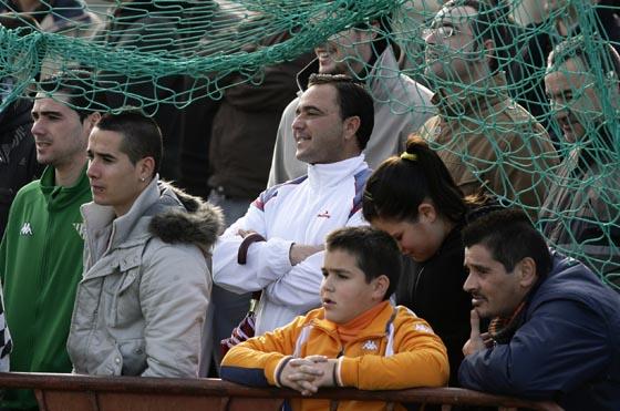 Los aficionados presencian el entrenamiento de Oliveira.  Foto: Antonio Pizzaro