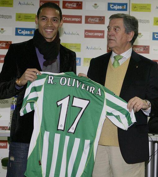 El jugador bético vestirá el dorsal 17.  Foto: Antonio Pizzaro