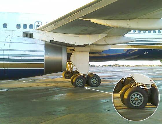 Imagen de la rueda pinchada.  Foto: elalmeria.es