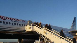 Una vez a bordo, los viajeros han tenido que abandonar el avión.  Foto: elalmeria.es