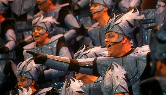 El coro de los niños volvió a las tablas tras un año de descanso con un tipo futurista.   Foto: Jose Braza