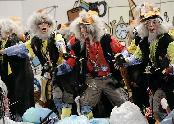 La chirigota de Torremolinos Los corredores de bolsa.  Foto: Lourdes de Vicente