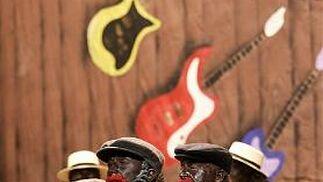 Música jazz y mucho baile para la chirigota de Cárdenas y Peñalver.   Foto: Lourdes de Vicente