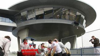 El 'ovni' del Circuito de Jerez, mudo testigo de los test.  Foto: J. C. Toro