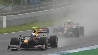 Pasado y presente. En primer término, el Red Bull de 2009 de Sebastien Vettel. Detrás, el Toro Rosso de 2008 pilotado por Buemi, que a la postre marcó el mejor tiempo.  Foto: J. C. Toro