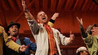 La comparsa de Quiñones interpretó magistralmente el repertorio de La pensadora gaditana.   Foto: Jesus Marin