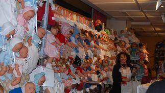 180 muñecas vestidas artesanalmente se sortean en el Rastrillo, además de otros 11.000 regalos para las 22.000 papeletas de la tómbola.  Foto: Alvaro Olmo