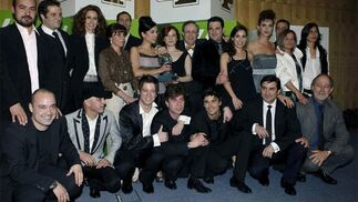 El elenco de la serie 'Amar en tiempos revueltos'.  Foto: EFE