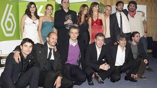 El reparto completo de 'Sin tetas no hay paraíso'.   Foto: EFE