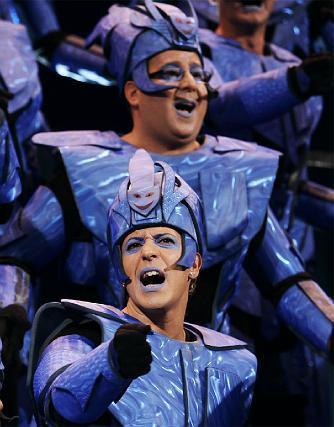 El coro de los niños volvió a agradar con su look futurista.   Foto: Lourdes de Vicente
