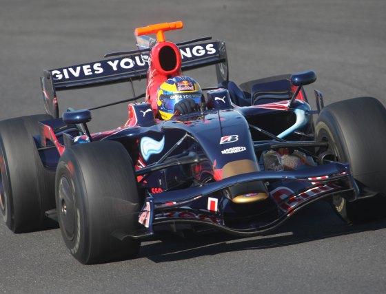 La única incidencia de estos ensayos la protagonizó el Red Bull del australiano Mark Weber, que se paró en la curva Dry Sack media hora antes de finalizar el día.  Foto: J. C. Toro