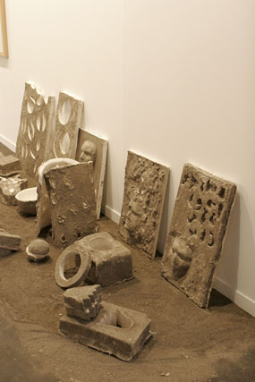 Una obra realizada con escultura, arena y ceniza.  Foto: Alberto Morales