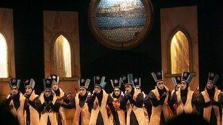 Impresionante puesta en escena de la secta de los Carapapas.  Foto: Jesus Marin