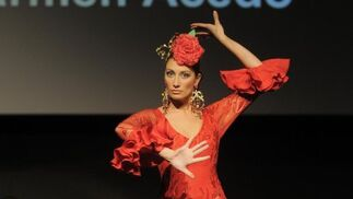Carmen Acedo presentó unas piezas llenas de vuelo y colorido que entusiasmaron al público.  Foto: Manuel Aranda