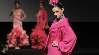 Maciá ciño las cinturas de sus flamencas y les dejó el paso ligero con la enorme amplitud de los volantes bajos.  Foto: Manuel Aranda