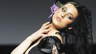 Peláez sorprendió con este fabuloso diseño negro.   Foto: Manuel Aranda