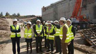 El Consejero de Obras Públicas ha recorrido las obras, donde ha sido informado de su transcurso.  Foto: Jaime Martinez