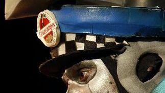 El robot policía, dispuesto a aplicar la ley.   Foto: Jose Braza