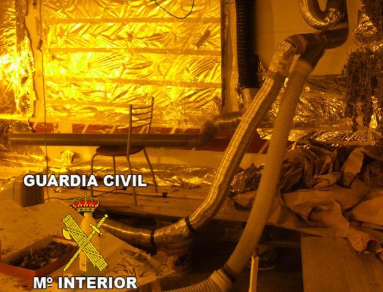 El sótano estaba dotado de un moderno y cuidado sistema de ventilación. / Guardia Civil.  Foto: Granadahoy.com