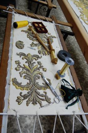 Detalle de una de las piezas de bordado para el palio de Madre de Dios de la Misericordia.  Foto: J. M.