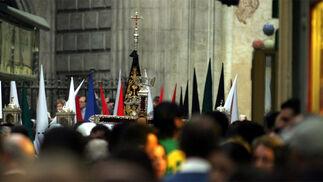 Fusionadas sale de la iglesia de San Juan.   Foto: Sergio Camacho
