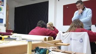 Ildefonso Jiménez, supervisando los trabajos.  Foto: J. M.