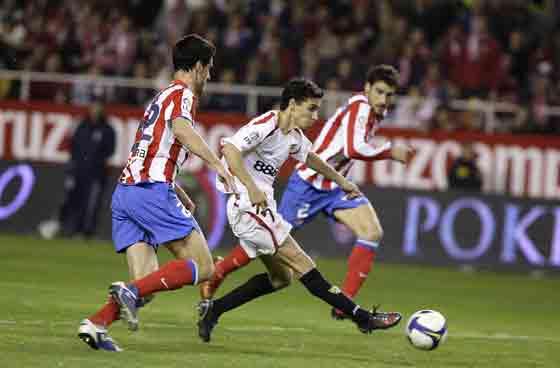El canterano Jesús Navas remata a gol tras una gran jugada.  Foto: Antonio Pizarro
