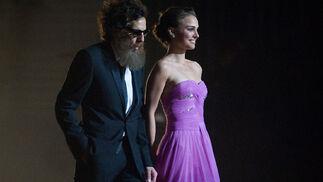 Natalie Portman y Ben Stiller, que es el que está bajo las gafas, la peluca y la barba.  Foto: Ampas