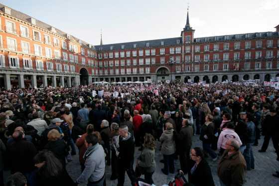La Plaza Mayor se llenó de gente que pedía justicia.  Foto: Juan Carlos Vázquez / Alberto Morales
