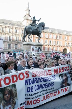 La madre de Sandra Palo, también asesinada hace unos años, estuvo presente en la manifestación.  Foto: Juan Carlos Vázquez / Alberto Morales