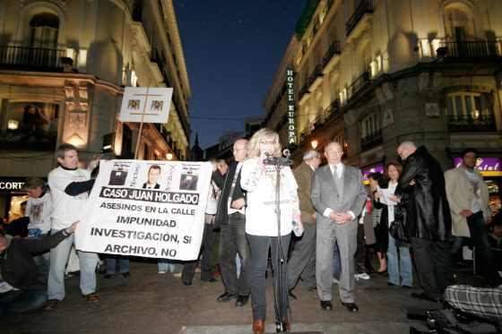 La madre de Sandra Palo quiso prestar su apoyo a la familia de Marta.  Foto: Juan Carlos Vázquez / Alberto Morales