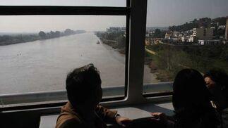Vistas desde el interior del metro en un momento de su recorrido.  Foto: Jose Angel Garcia