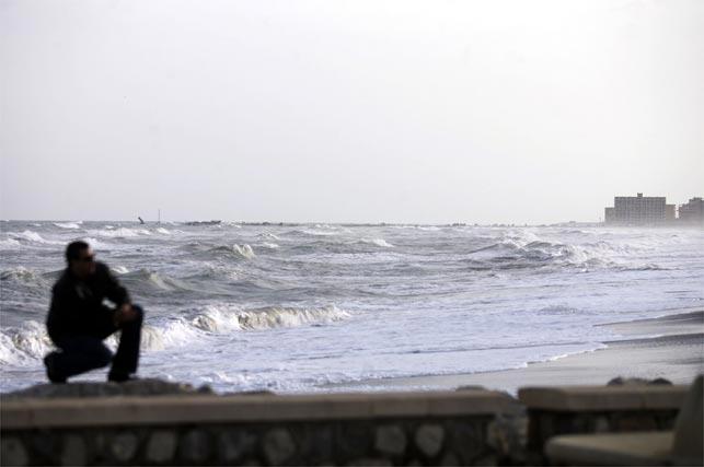 Un nuevo temporal de levante con rachas fuertes de viento y olas de gran altura asola al litoral malagueño  Foto: Victoriano Moreno