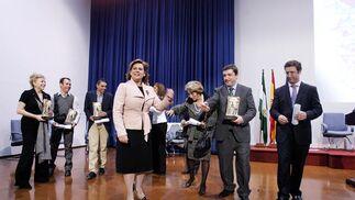 En el acto se han entregado los Premios del Día de Andalucía, que han homenajeado a la actriz Kiti Mánver, al Grupo Mundo, a la Confederación CODAPA, a dos ciclistas malagueños, a Nuevo Futuro y a la Asociación para la Recuperación de la Memoria Histórica.   Foto: Victoriano Moreno