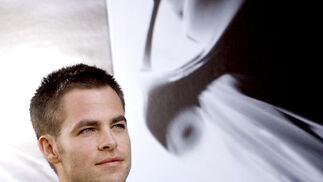 Chris Pine es el encargado de interpretar al joven James T. Kirk, futuro capitán del 'Enterprise' al que encarnó en su día William Shatner.  Foto: Reuters / AFP Photo / EFE