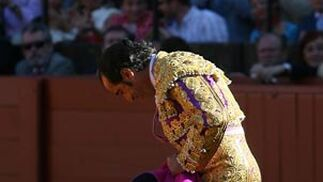 Esplá, ante el público de la Maestranza, del que se despedía.  Foto: Juan Carlos Muñoz