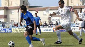 La derrota por 2-0 del San Fernando en el Alfonso Murube de Ceuta mete al equipo en zona de descenso  Foto: Joaquin Sanchez