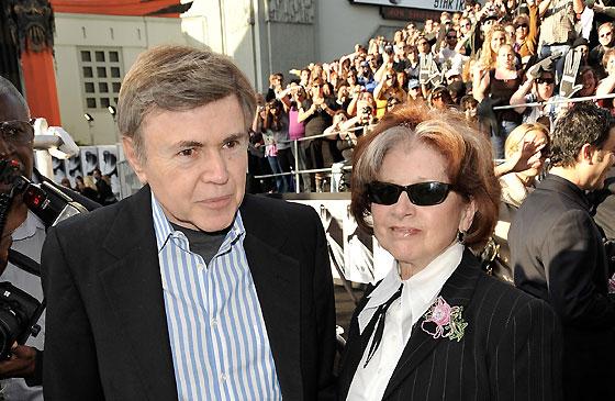 Walter Koenig, el Chekov de la serie original, acudió con su esposa Judy Levitt a la presentación de la película.  Foto: Reuters / AFP Photo / EFE