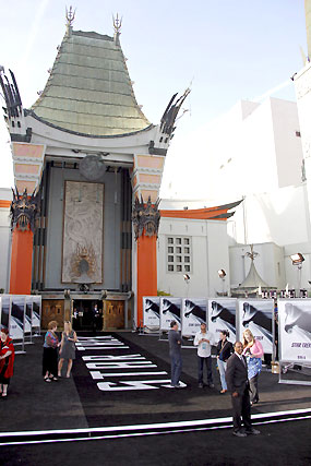 El Teatro Chino, engalanado para el estreno de 'Star Trek'.  Foto: Reuters / AFP Photo / EFE