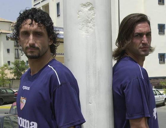 Concentración del Sevilla F.C. en Isla Canela, Huelva. A la izquierda, el defensa Pablo Alfaro; a la derecha, Javi Navarro.  Foto: Manuel Gómez